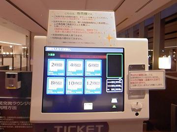 入り口ゲート前や券売機・精算機、各席の間などに、分かりやすく表示を作り掲示しました。