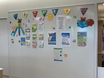 3階こども図書館カウンターの壁面に、大和こどもの国のイベントを掲示をするようにしました。